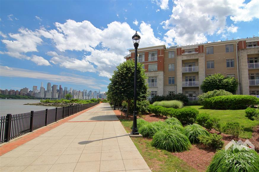 Views at Hudson Pointe