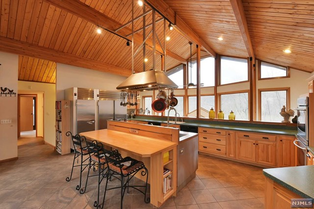 Single Family Home For Sale At 88 West Deerhaven Road
