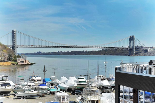 Townhouse for sale at 16 vela way edgewater nj for 22 river terrace ny