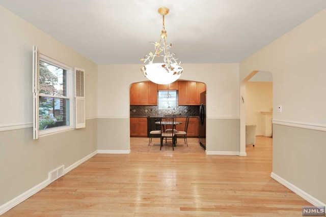 Single Family Home For Sale At 1382 Hudson Road Teaneck Nj