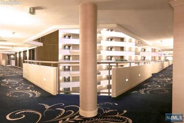 Atrium Palace On The Gold Coast On The Hudson River In New