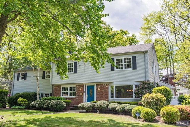 Single Family Home For Sale at 565 Taylor Avenue , Oradell, NJ